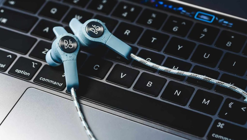 11 Best Earphones Under ₹2000 Available in India - The Tech
